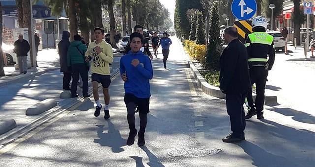 Soğuk günün sıcak yarışı..  Atatürk İçin Koştular!