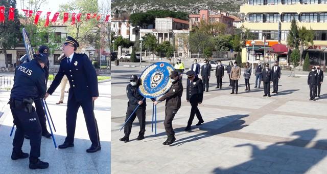 Polis Haftası'nda Atatürk Anıtı'na çelenk..
