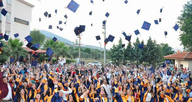 Yüksekokul'da Mezuniyet Töreni..
