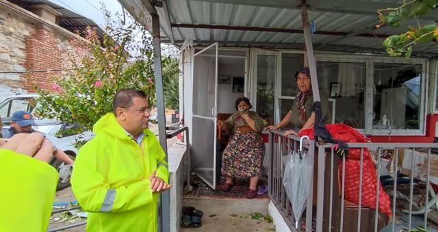NİHAYET YAĞDI!.. Fırtına pek çok ev ve ağaca zarar verdi..