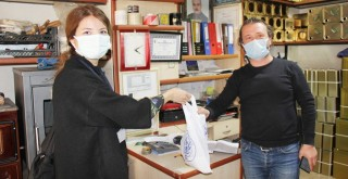 Milas Belediyesi'nden esnaflara hediye paketi