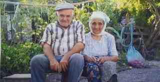68 yıllık evli çift 10 dakika arayla öldü