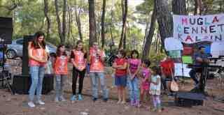 """Milas'taki """"İklim Grevi"""" etkinliğine kadınların ve çocukların yakarışı damga vurdu:  """"Ağacımızı, evimizi, toprağımızı almayın!"""", """"Ağaçlara tırmanmak istiyoruz""""…"""