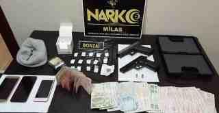 Uyuşturucu ve ruhsatsız silahla evinde yakalandı